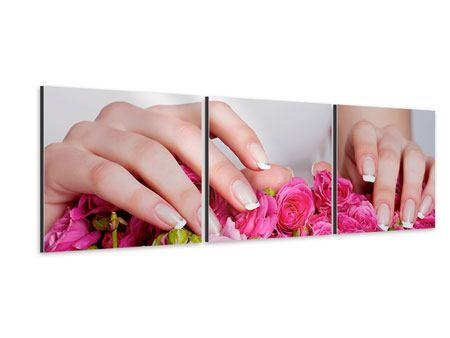 Panorama Aluminiumbild 3-teilig Hände auf Rosen gebettet