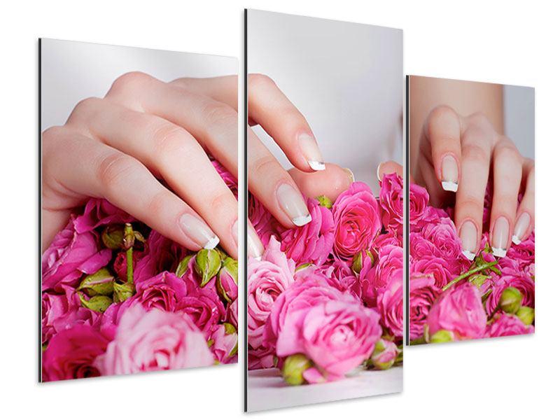 Aluminiumbild 3-teilig modern Hände auf Rosen gebettet