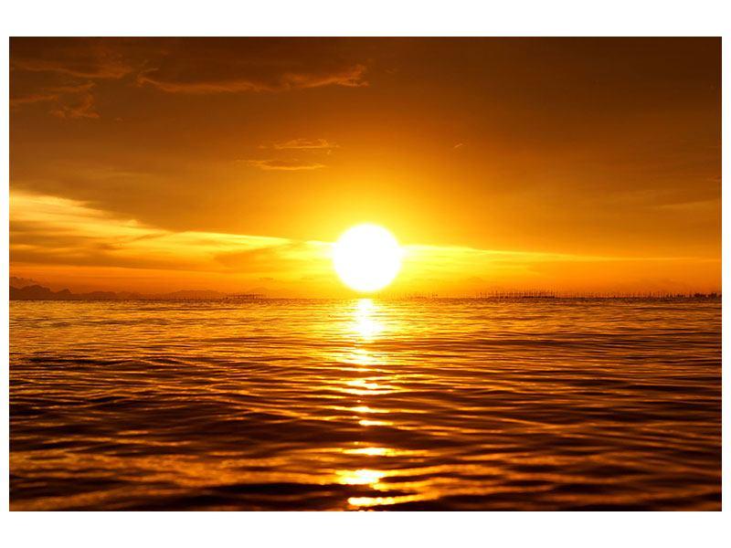 Aluminiumbild Glühender Sonnenuntergang am Wasser