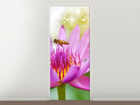 Türtapete Die Lotus mit Biene