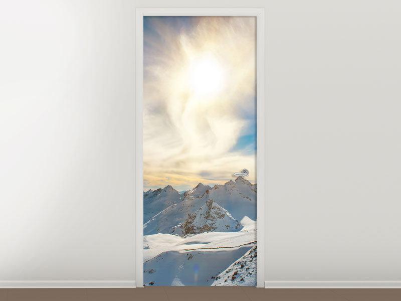 Türtapete Über den verschneiten Gipfeln