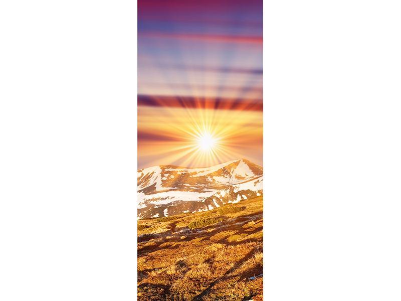Türtapete Majestätischer Sonnuntergang am Berggipfel