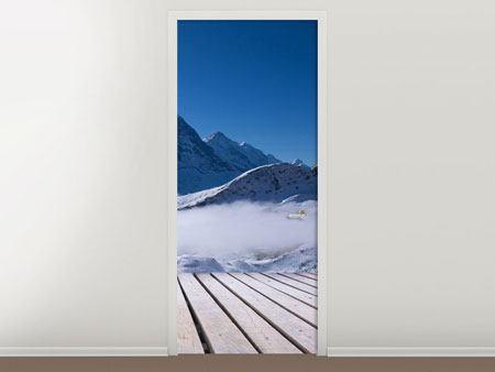 Türtapete Sonnenterrasse in den Schweizer Alpen