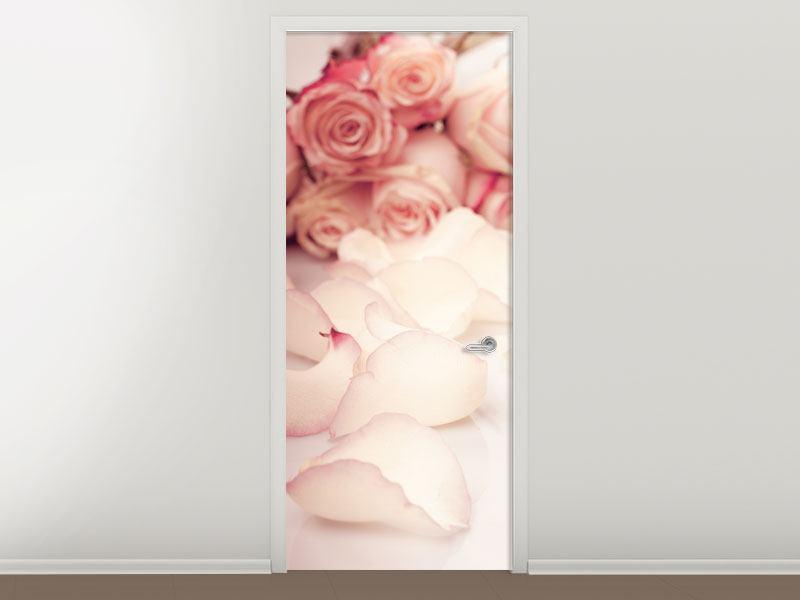 Türtapete Rosen-Blütenblätter