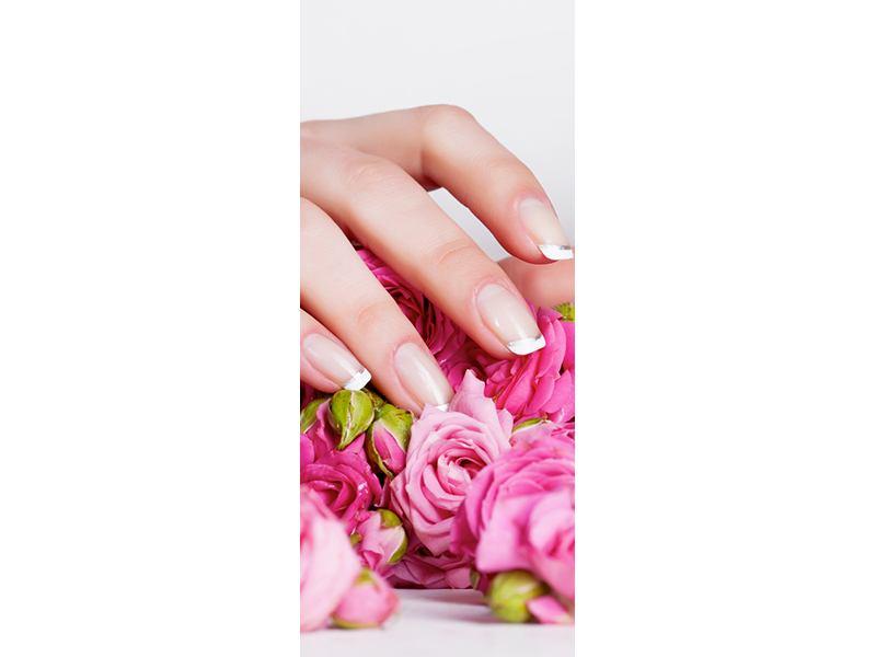 Türtapete Hände auf Rosen gebettet