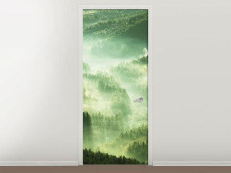 Türtapete Über den Wäldern