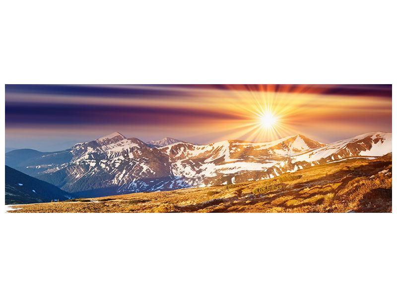 Hartschaumbild Panorama Majestätischer Sonnuntergang am Berggipfel