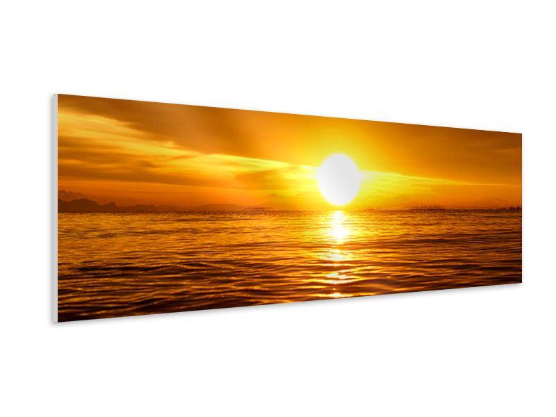 Hartschaumbild Panorama Glühender Sonnenuntergang am Wasser