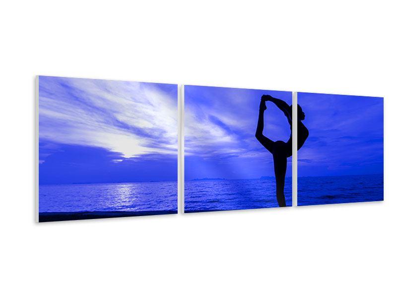 Panorama Hartschaumbild 3-teilig Yogaübung am Strand