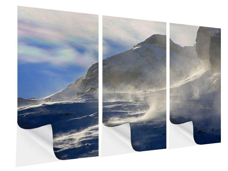 Klebeposter 3-teilig Mit Schneeverwehungen den Berg in Szene gesetzt