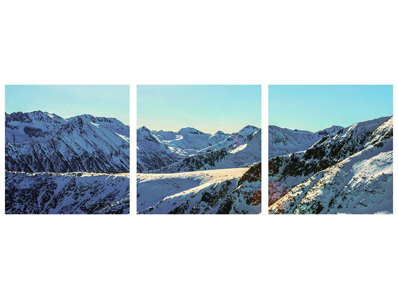 Panorama Klebeposter 3-teilig Sonnige Berggipfel im Schnee