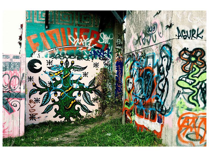 Klebeposter Graffiti im Hinterhof
