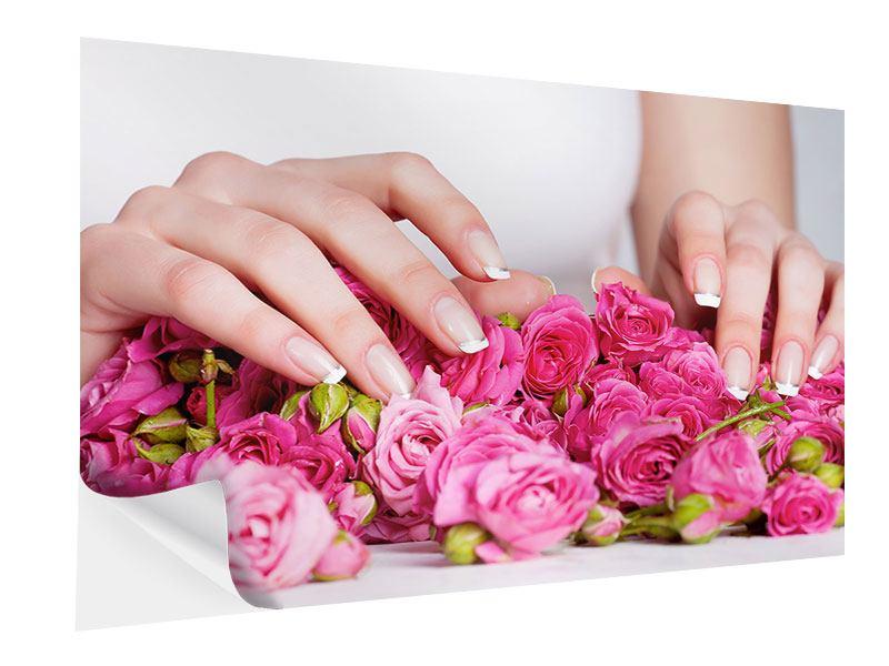 Klebeposter Hände auf Rosen gebettet