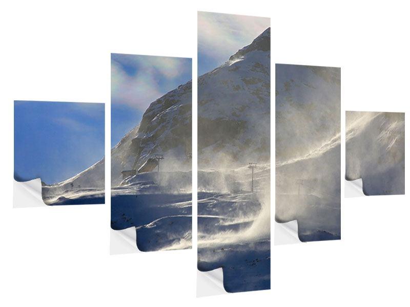 Klebeposter 5-teilig Mit Schneeverwehungen den Berg in Szene gesetzt