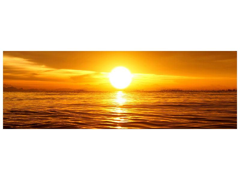 Leinwandbild Panorama Glühender Sonnenuntergang am Wasser