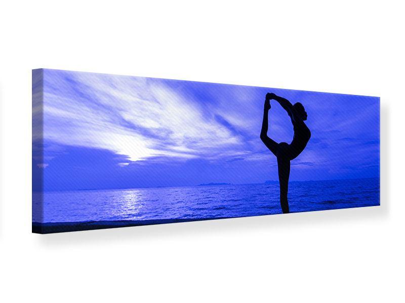 Leinwandbild Panorama Yogaübung am Strand