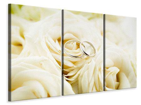Leinwandbild 3-teilig Trauringe auf Rosen gebettet