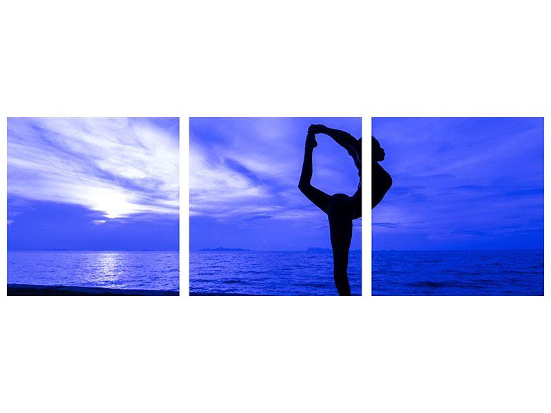 Panorama Leinwandbild 3-teilig Yogaübung am Strand