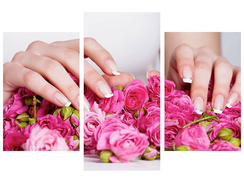 Leinwandbild 3-teilig modern Hände auf Rosen gebettet