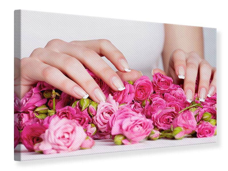 Leinwandbild Hände auf Rosen gebettet