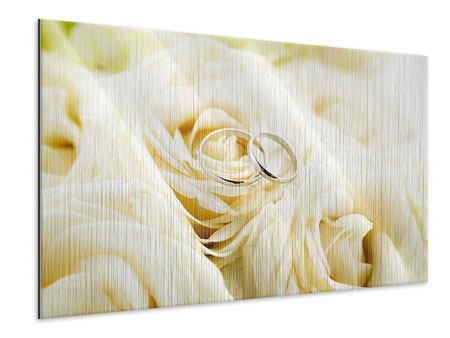 Metallic-Bild Trauringe auf Rosen gebettet