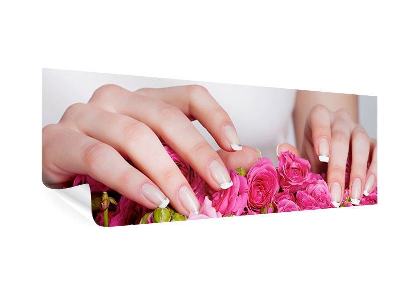 Poster Panorama Hände auf Rosen gebettet