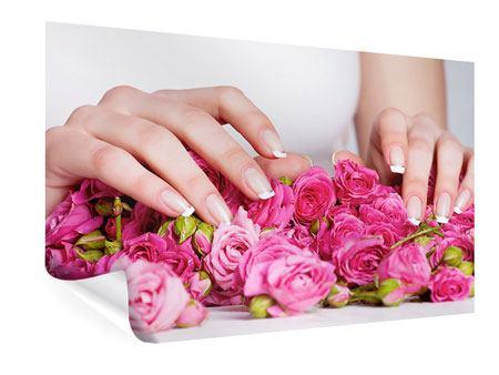 Poster Hände auf Rosen gebettet