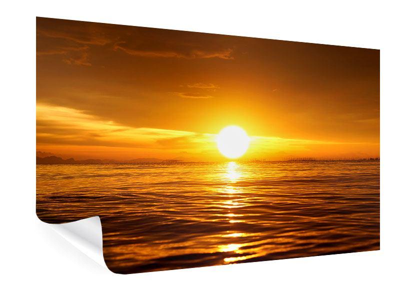 Poster Glühender Sonnenuntergang am Wasser